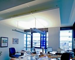 Deckensegel – Die Lösung bei hoher Lärmbelästigung am Arbeitsplatz